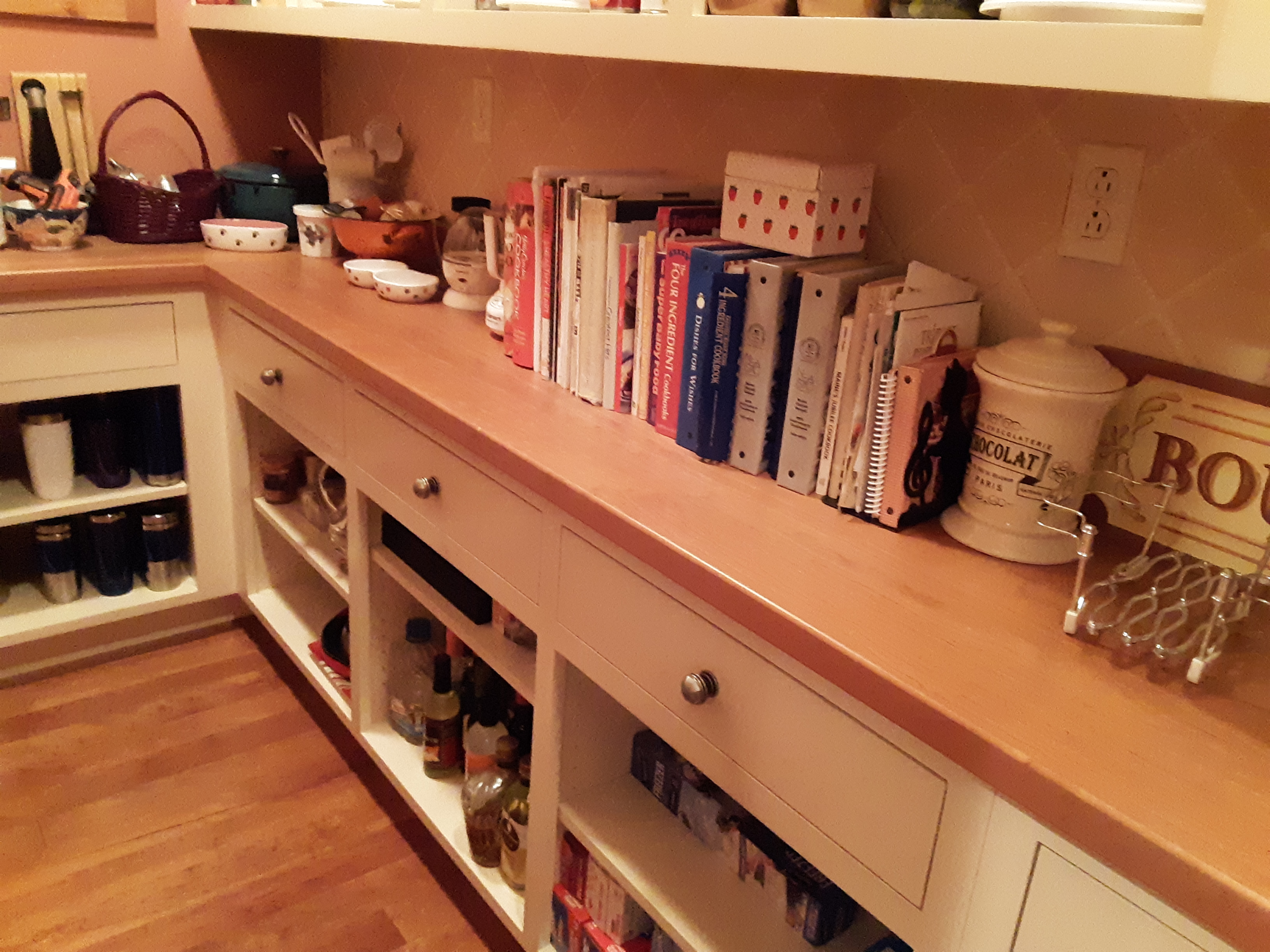 The clutter-free pantry counter